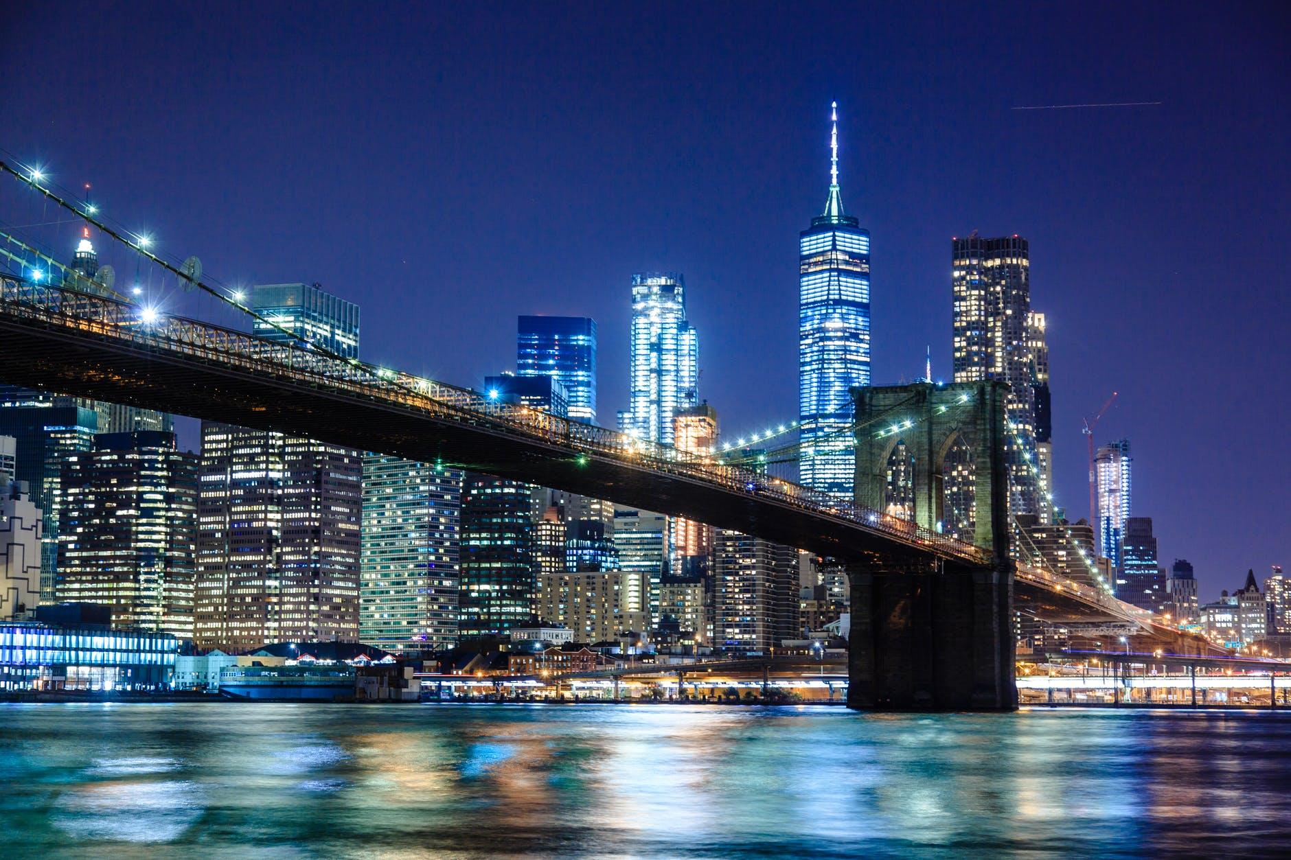 A limousine tour of Brooklyn - a trip along the historic Brooklyn Bridge